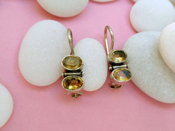 Ethnic Sterling silver earrings with faceted gems of citrine quartz.. Foto 2