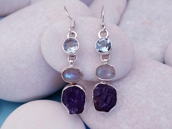 Pendientes etnicos artesanales de plata y gemas de aguamarina, piedra de luna y tanzanita.. Ref. NEF