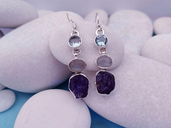 Pendientes etnicos artesanales de plata y gemas de aguamarina, piedra de luna y tanzanita.. Foto 2