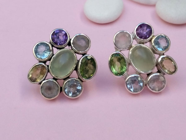 Ethnic Sterling silver earrings with eight different gems.. Foto 1