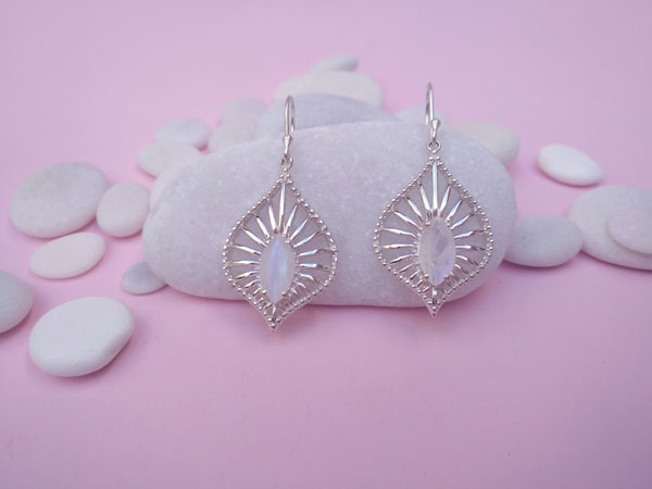 Ethnic earrings made of Sterling silver and Moonstone.. Foto 1