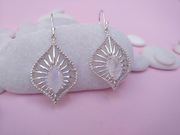 Ethnic earrings made of Sterling silver and Moonstone.. Foto 2