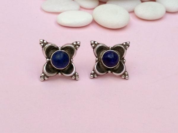Pendientes artesanales de plata y gemas de lapis lazuli.. Foto 2