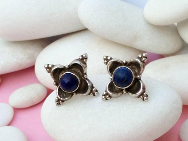 Pendientes artesanales de plata y gemas de lapis lazuli.. Foto 3