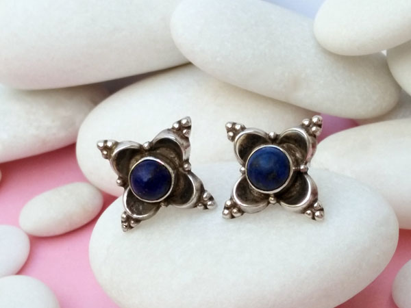 Handmade Sterling silver earrings with lapis lazuli gems.. Foto 3