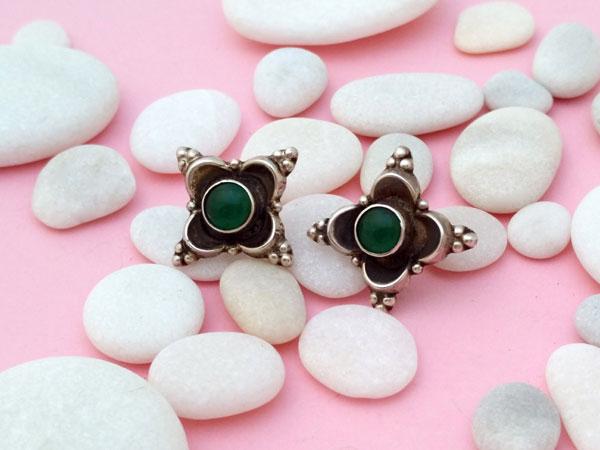 Pendientes artesanales de plata y gemas de agata verde.. Foto 1