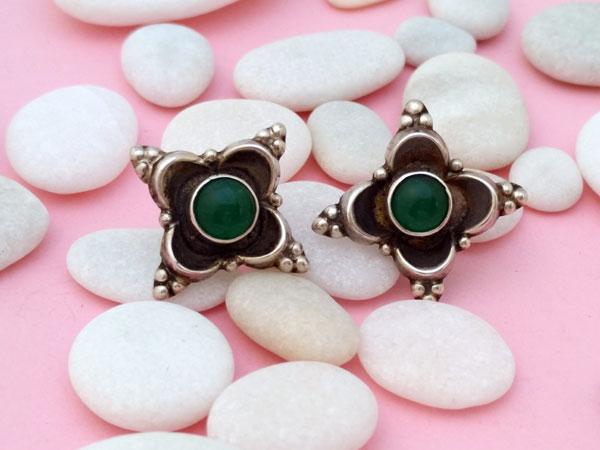 Pendientes artesanales de plata y gemas de agata verde.. Foto 2