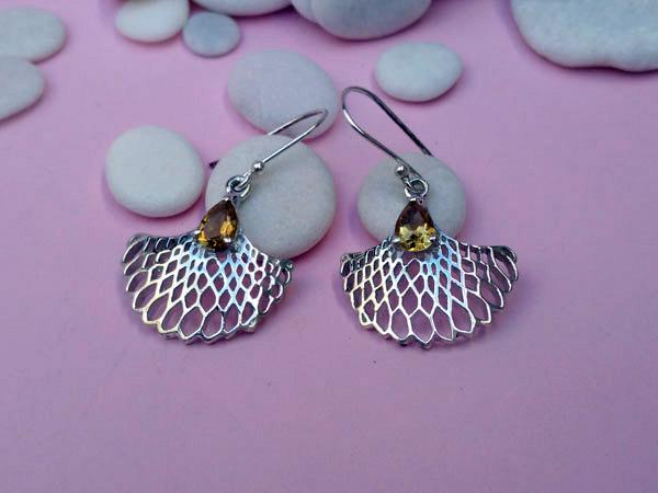 Pendientes artesanales de plata y gemas de cuarzo cetrino.. Foto 1