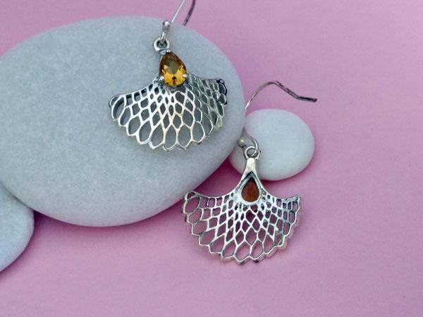Pendientes artesanales de plata y gemas de cuarzo cetrino.. Foto 3