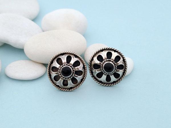 Pendientes artesanales de plata y gemas de agata negra, Onix.. Foto 1