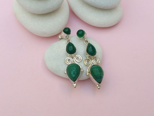 Handmade ethnic silver earrings with malachite and green agate.. Foto 1