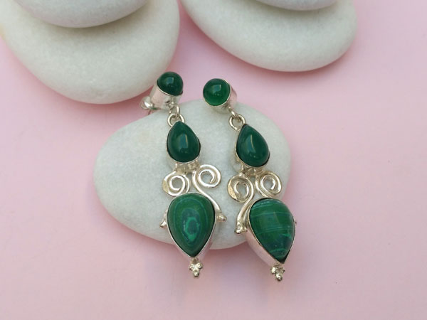 Handmade ethnic silver earrings with malachite and green agate.. Foto 2
