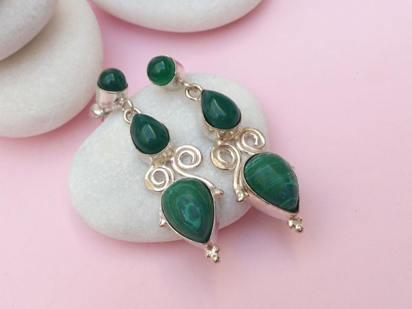 Handmade ethnic silver earrings with malachite and green agate.. Foto 3