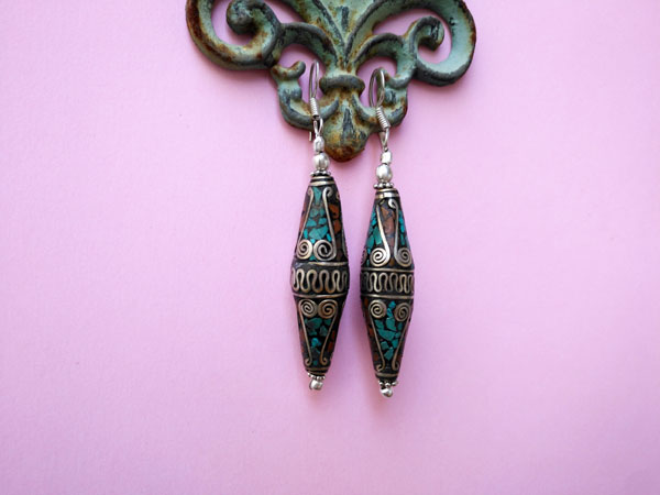 Tibetan ethnic earrings made of silver alloy, turquoise and coral.. Foto 1
