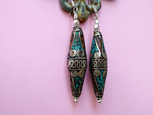 Tibetan ethnic earrings made of silver alloy, turquoise and coral.. Foto 2