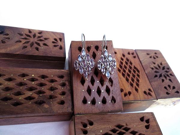 Pendientes etnicos de plata y gemas facetadas de amatista.. Foto 4