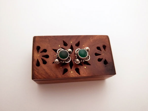 Ethnic Sterling silver and green agate earrings.. Foto 1