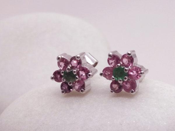 Pendientes artesanales de plata y gemas facetadas de Turmalina y Esmeralda.. Foto 2