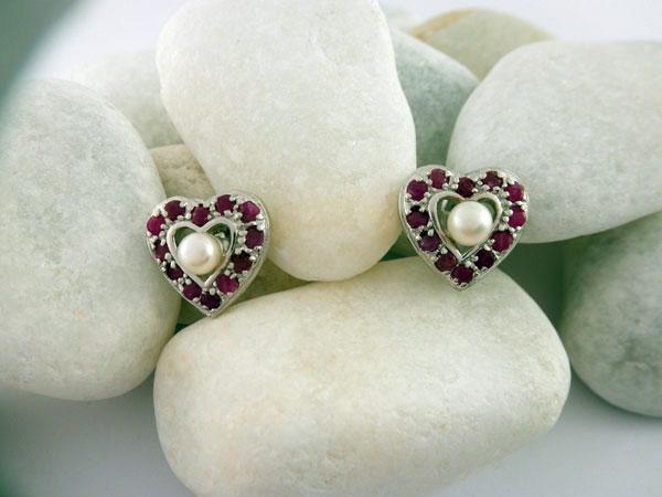 Pendientes artesanales de plata, rubis y perlas.. Ref. NGZ