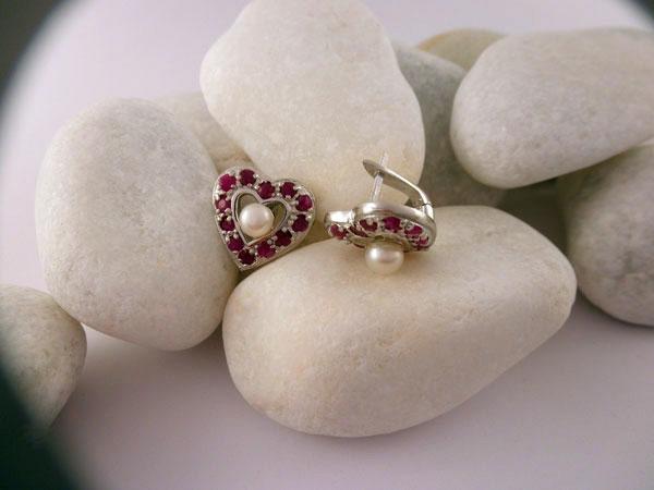 Pendientes artesanales de plata, rubis y perlas.. Foto 2