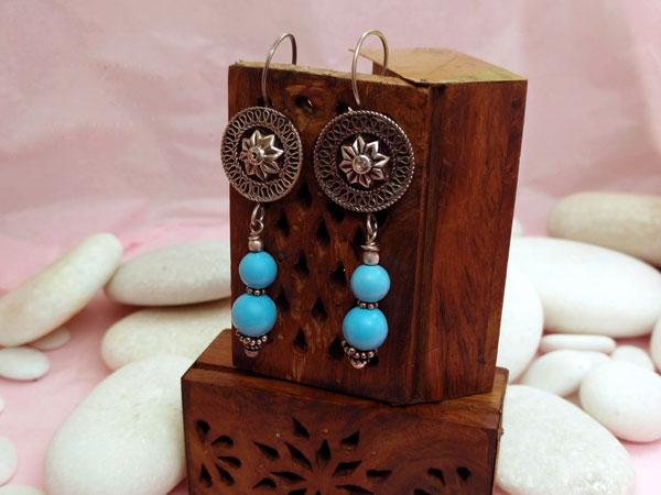 Ethnic silver and turquoise earrings.. Foto 2