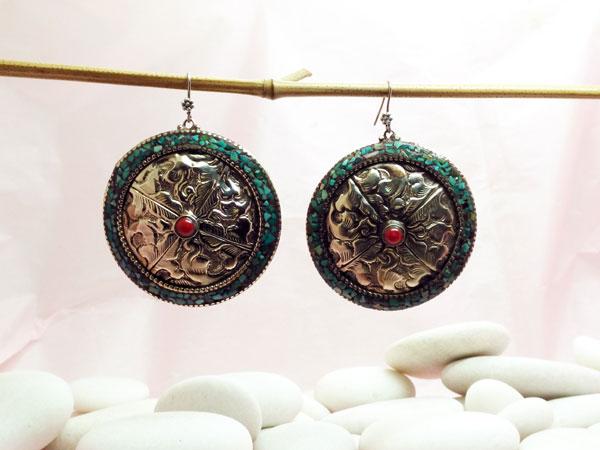 Pendientes etnicos artesanales tibetanos.. Ref. NHD