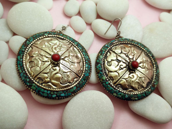 Pendientes etnicos artesanales tibetanos.. Foto 2