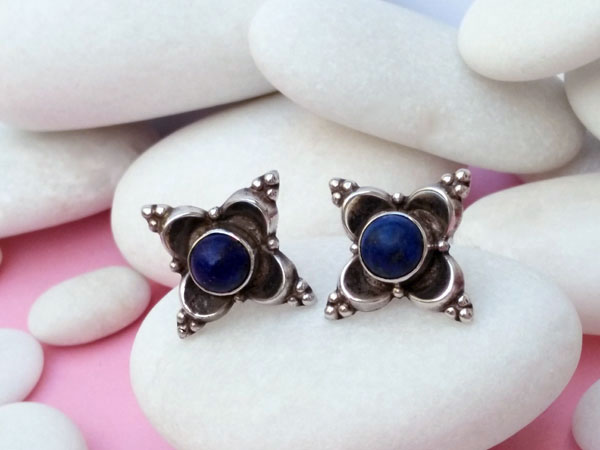 Pendientes etnicos artesanales de plata y gemas de lapis lazuli.. Ref. NJJ