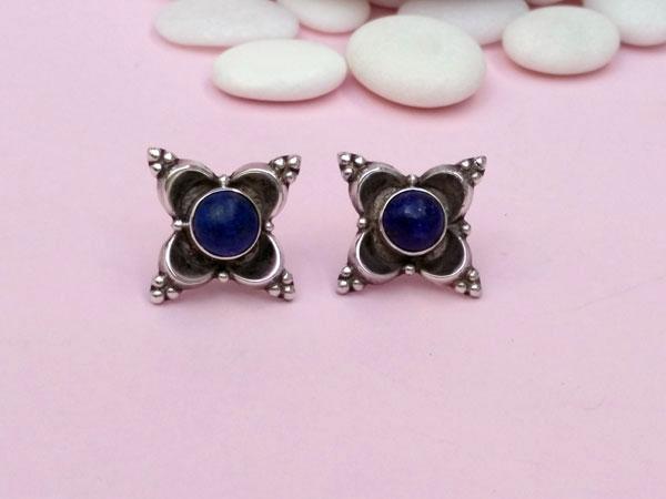 Pendientes etnicos artesanales de plata y gemas de lapis lazuli.. Foto 2