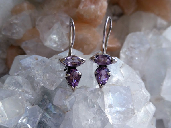 Ethnic silver and amethyst earrings.. Foto 1