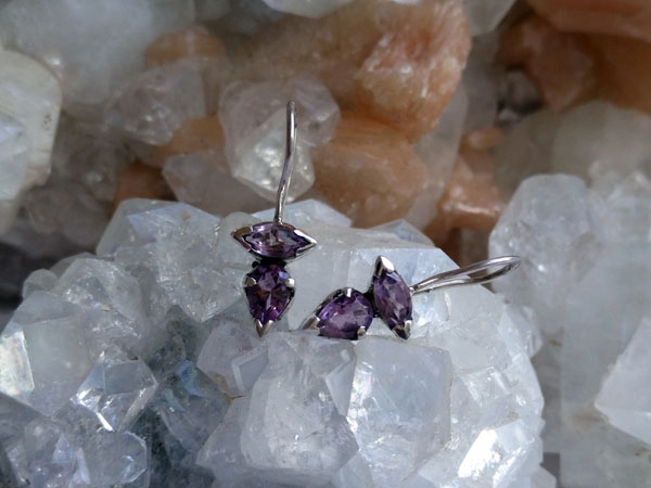 Ethnic silver and amethyst earrings.. Foto 2