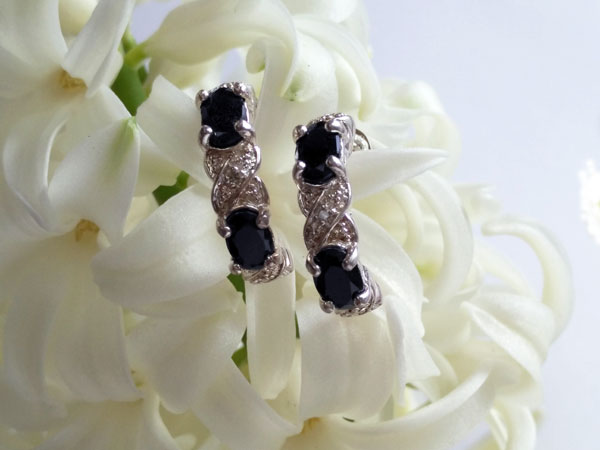 Sterling silver and blue sapphire earrings.. Ref. NJO