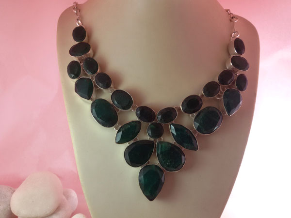 Collar artesanal de plata y gemas de Jade verde facetadas.. Ref. SAB
