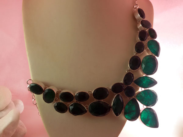 Jade gemstones and Sterling silver necklace.. Foto 2
