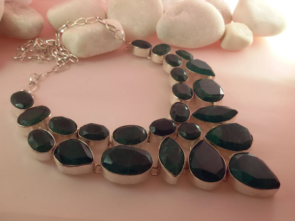 Collar artesanal de plata y gemas de Jade verde facetadas.. Foto 3