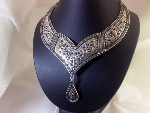 Collar artesanal de plata.. Ref. SAC