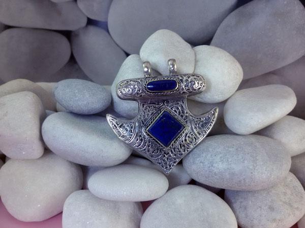 Ethnic pendant made in Lapis lazuli.. Foto 1