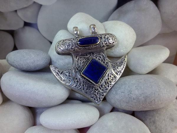 Ethnic pendant made in Lapis lazuli.. Foto 2