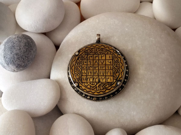 Old ethnic pendant.. Foto 1