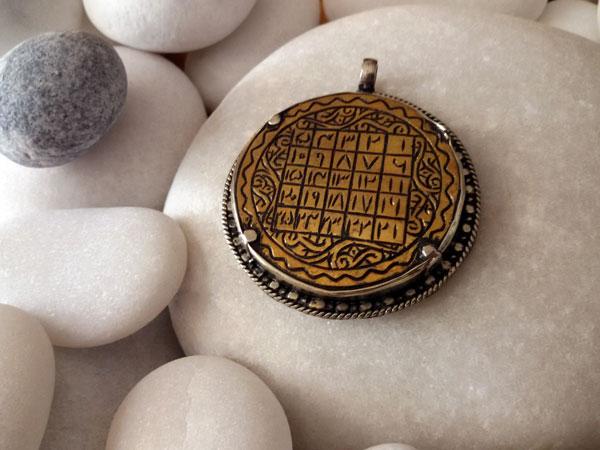 Old ethnic pendant.. Foto 2