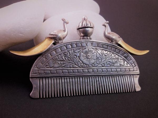 Antiguo peine etnico Rajhput de plata y oro.. Ref. TAN