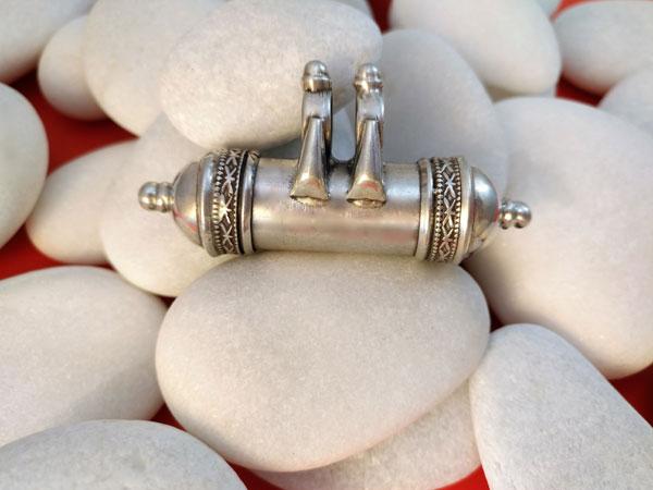 """Colgante artesanal de plata """"Ta-wis"""".. Ref. TAV"""
