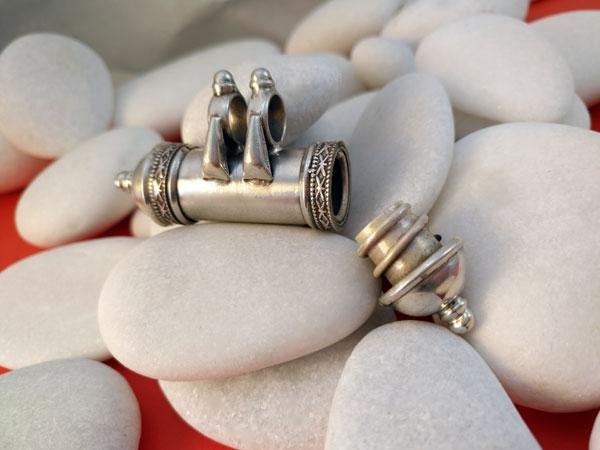 """Colgante artesanal de plata """"Ta-wis"""".. Foto 2"""