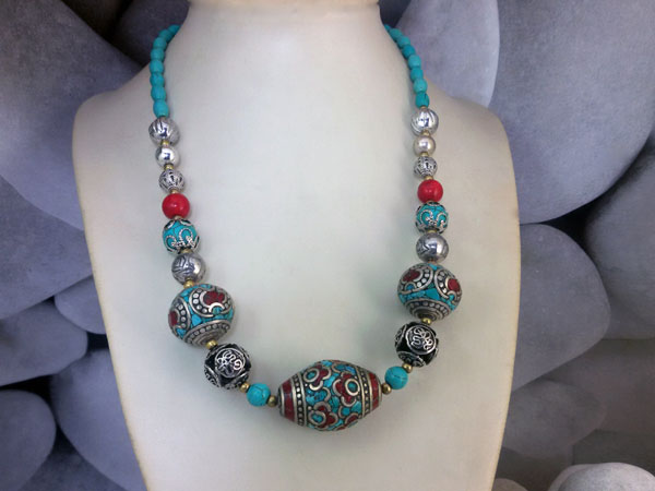 Ethnic Tibetan bracelet made in Coral and Turquoises.. Foto 1