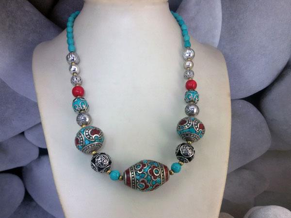 Collar etnico tibetano de coral y turquesa.. Foto 1