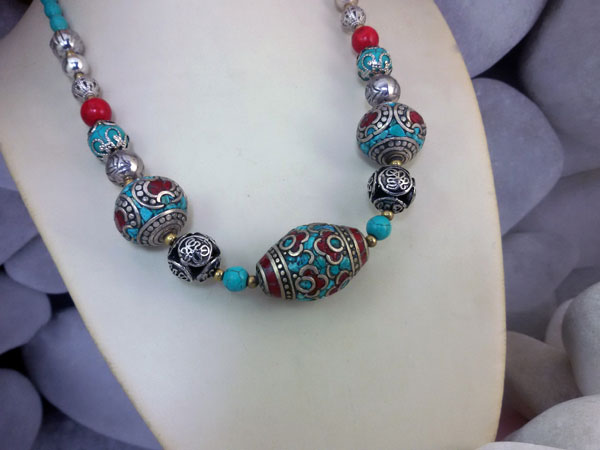 Collar etnico tibetano de coral y turquesa.. Foto 2