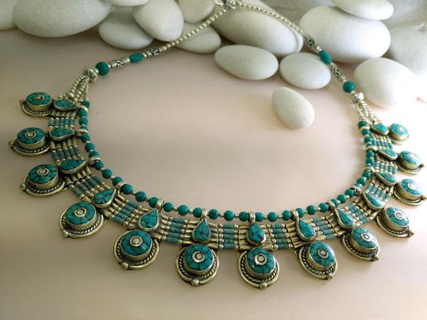 Collar artesanal tibetano de aleacion de plata y Turquesas.. Ref. TCD