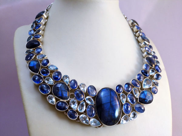 Sterling silver Necklace with Gems of Labradorite, Blue Topaz and Aquamarines.. Foto 1