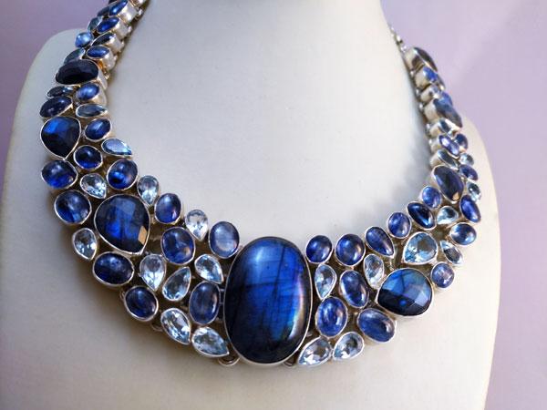 Collar de plata y gemas de Labradorita, Topacio azul y Aquamarinas.. Foto 2