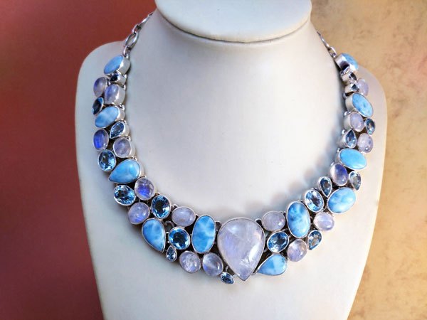 Sterling silver necklace with gems of Larimar, Moonstone, Blue Topaz and Aquamarines.. Ref. TCI